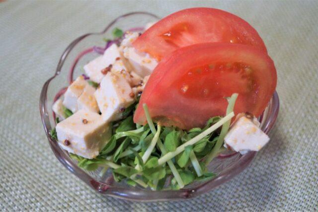 トマトと豆苗のサラダ