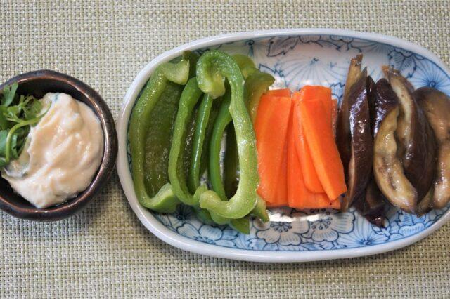 野菜のヨーグルトソースかけ