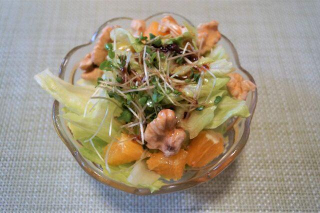 みかんとクルミのレタスサラダ