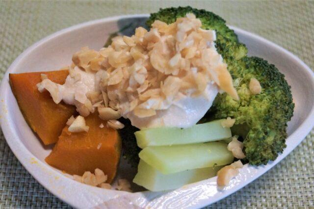南瓜とブロッコリーの豆腐マヨソースがけ