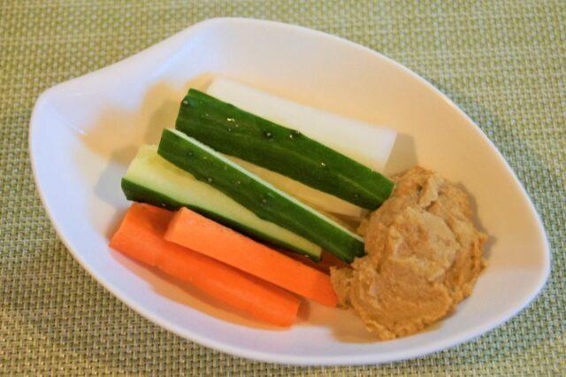 スティック野菜のフムス添え