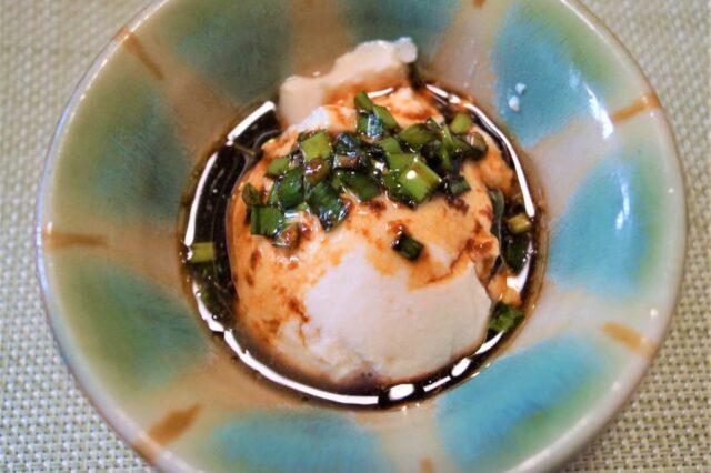 おぼろ豆腐のニラ醤油ダレ