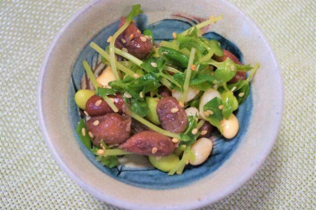 豆と豆苗のサラダ.