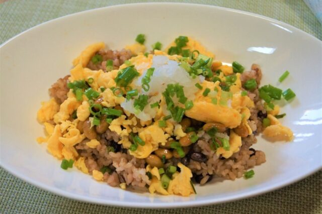 納豆炒り卵丼
